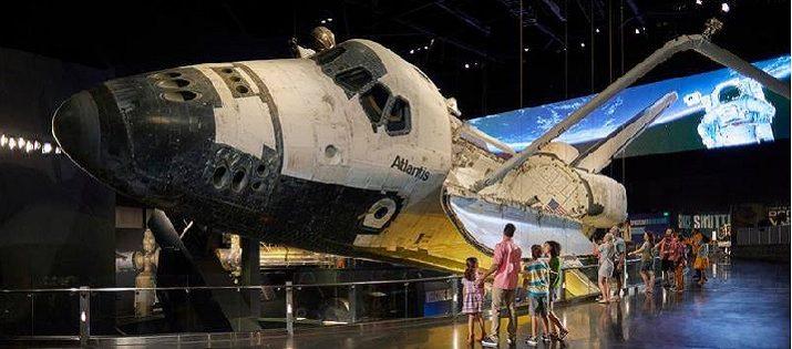 Visitantes de regreso a la Luna con la reapertura del Centro Apollo / Saturno V